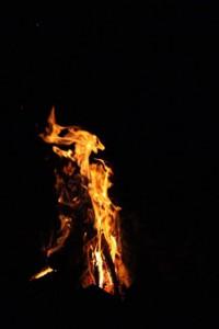 Bild von Lagerfeuer bei Nacht